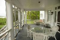 Screened in porch-Perfect for backyard breaks & BBQ's